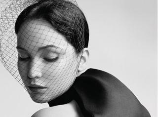 Jennifer Lawrence : divine égérie au charisme désarmant pour la nouvelle campagne Miss Dior…