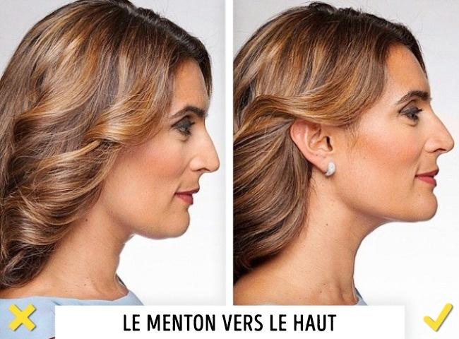 Devenir photogénique - Lève le menton : Pour prendre une photo de profil, lève le menton, de cette façon le visage paraîtra plus expressif. Cette astuce t'aidera à allonger visuellement le cou, à cacher un éventuel double menton et à faire en sorte que les joues ressortent à la taille correcte.