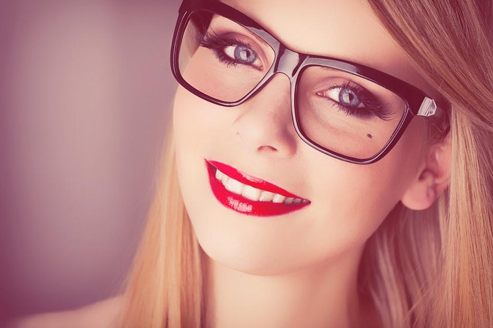 """Essayez de """"retarder"""" votre sourire de sorte que vous n'avez pas à le tenir trop longtemps"""
