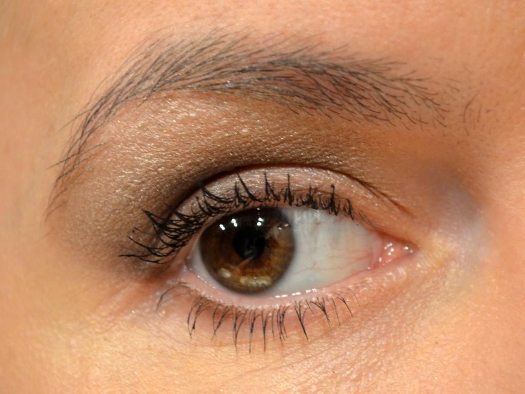 Etre photogénique - du fard à paupières nacré au creux de l'œil