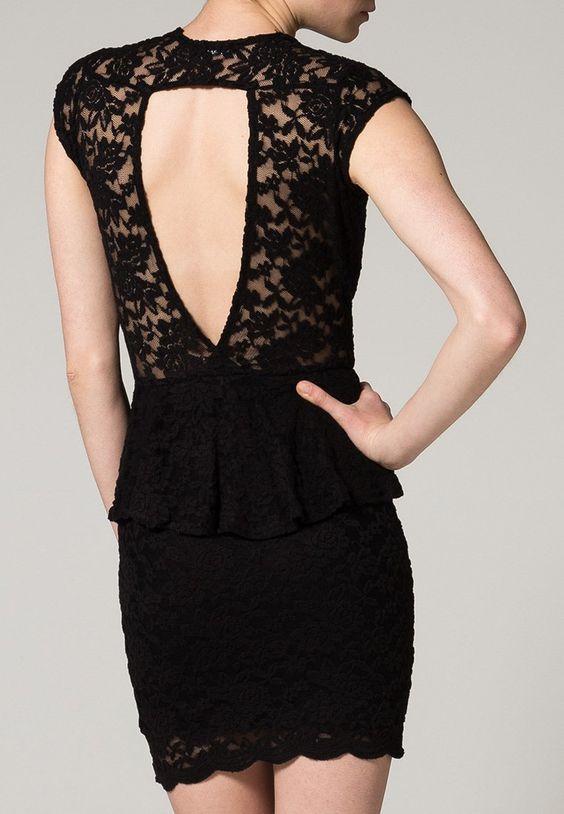 Vous êtes invitée à un gala de bienfaisance ou à une soirée à l'opéra ? Optez pour cette sombre robe qui vous donnera une allure éclatante !