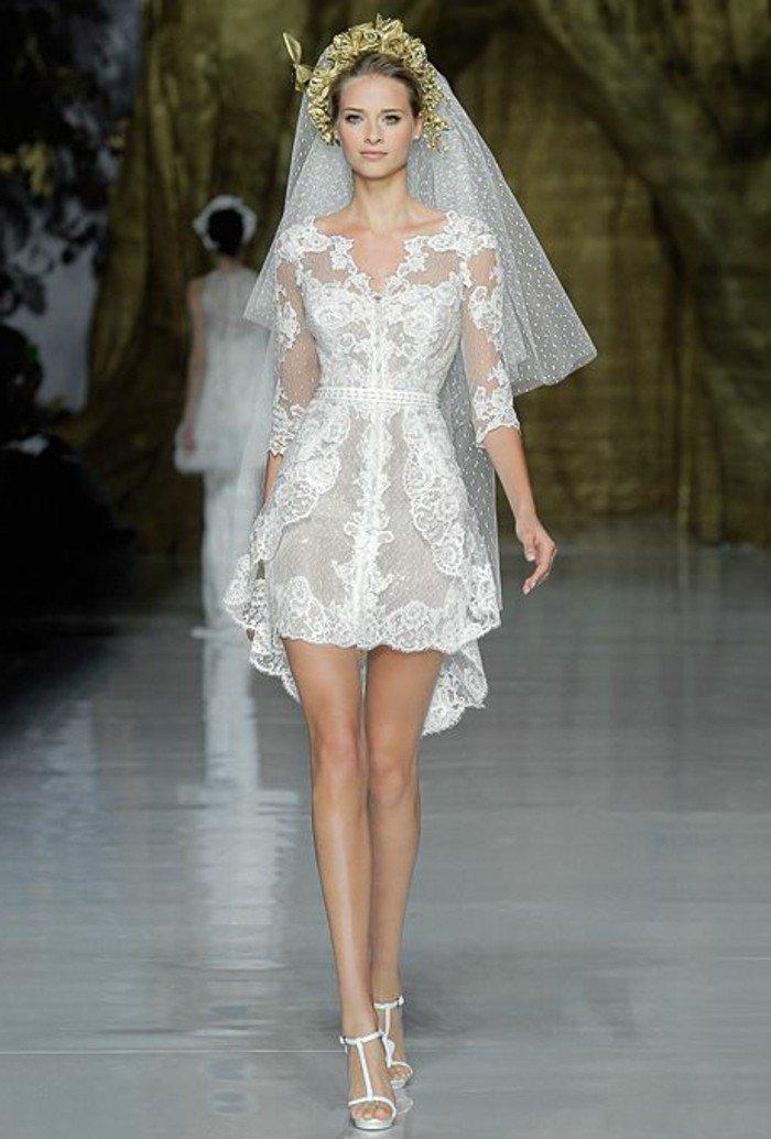 00-robe-de-mariee-simple-robe-courte-en-dentelle-sandales-de-mariage-blancs