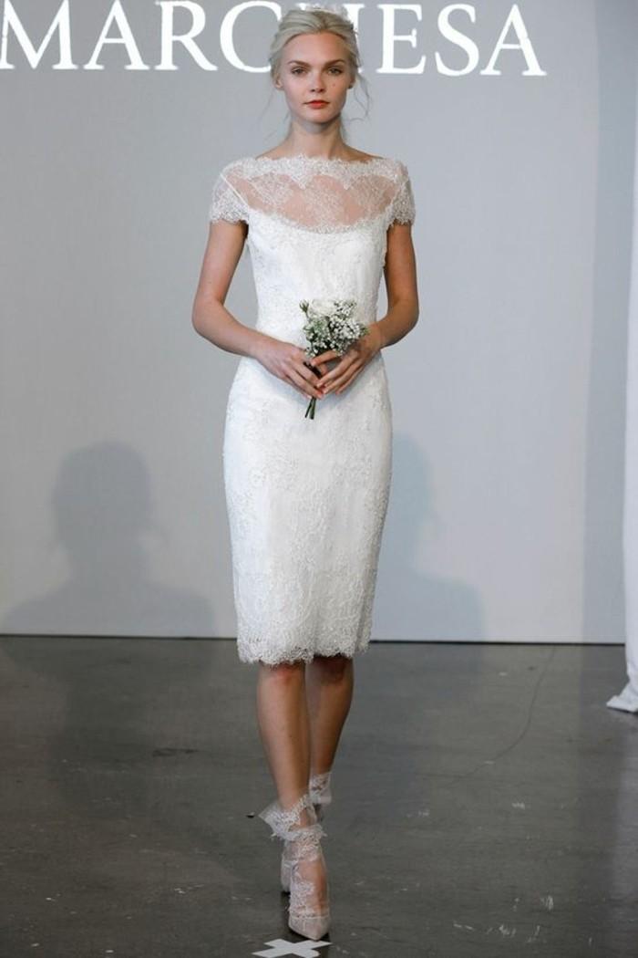 00-tendances-chez-les-robes-de-mariages-simple-sivile-décolleté-en-dentelle-blanche