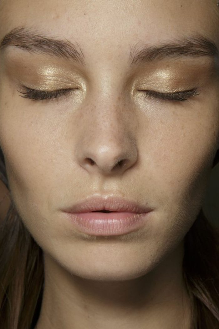000-maquillage-paupiere-en-or-idees-maquillage-simple-facile-et-discret