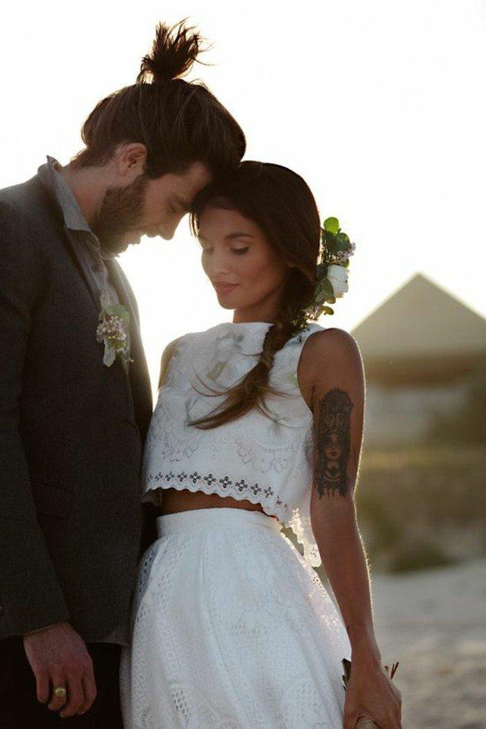 1-robe-de-mariage-civil-avec-top-et-jupe-en-blanc-nos-idees-pour-votre-robe-ceremonie
