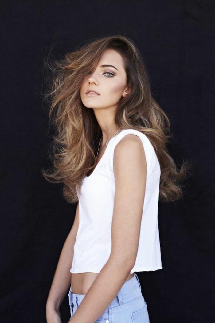 coiffure-cheveux-blond-cendre-cool-idée-1-balayage-cheveux-brun-balayage-pour-brune