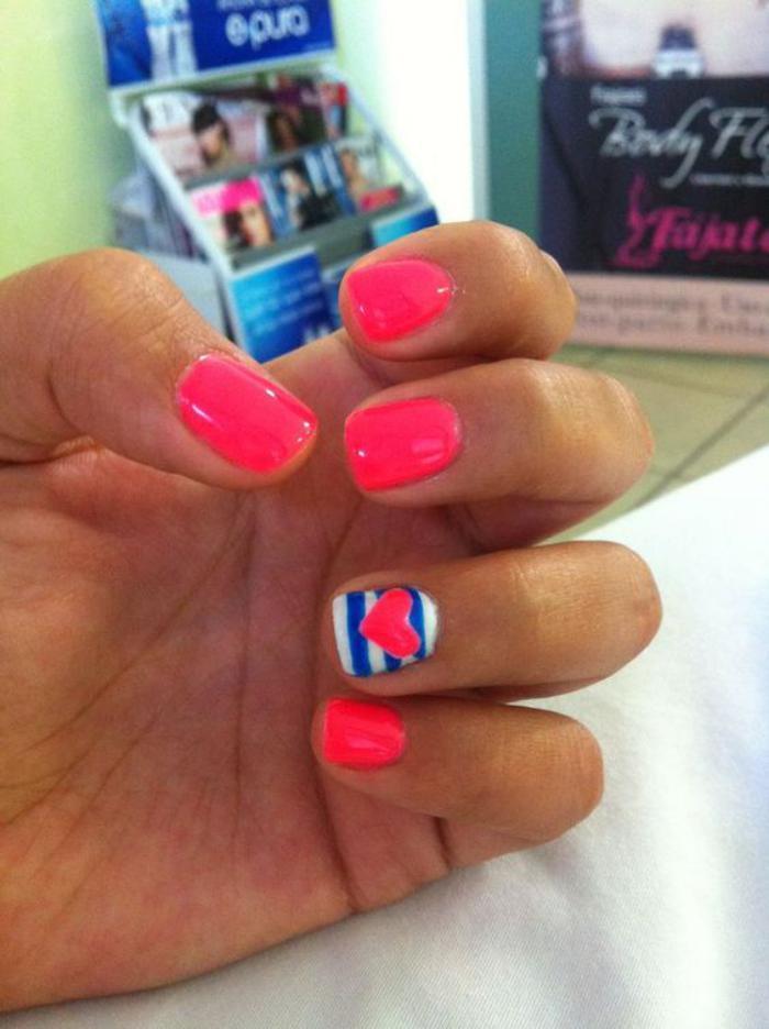 déco-ongles-coeur-et-rayures-nail-art-facile