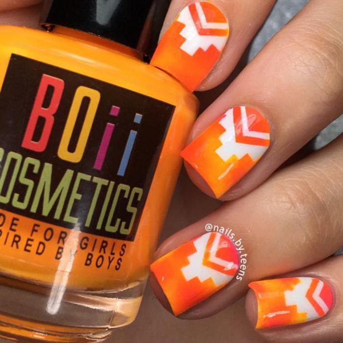 déco-ongles-motifs-aztéques-sur-ongles-oranges