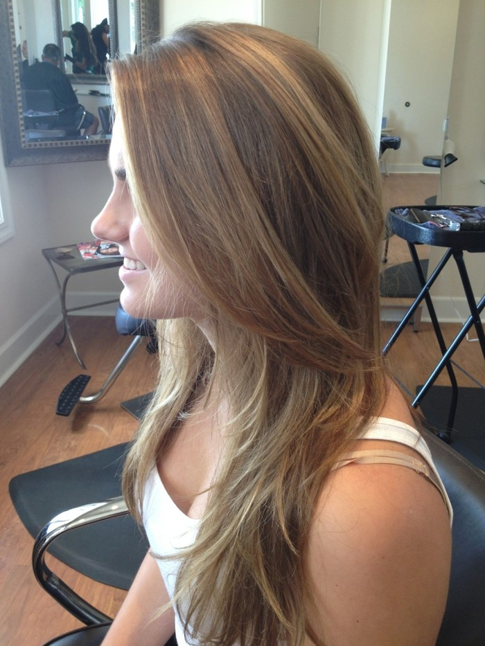 joli-balayage-blond-sur-chatain-blond-naturel-cool-idée