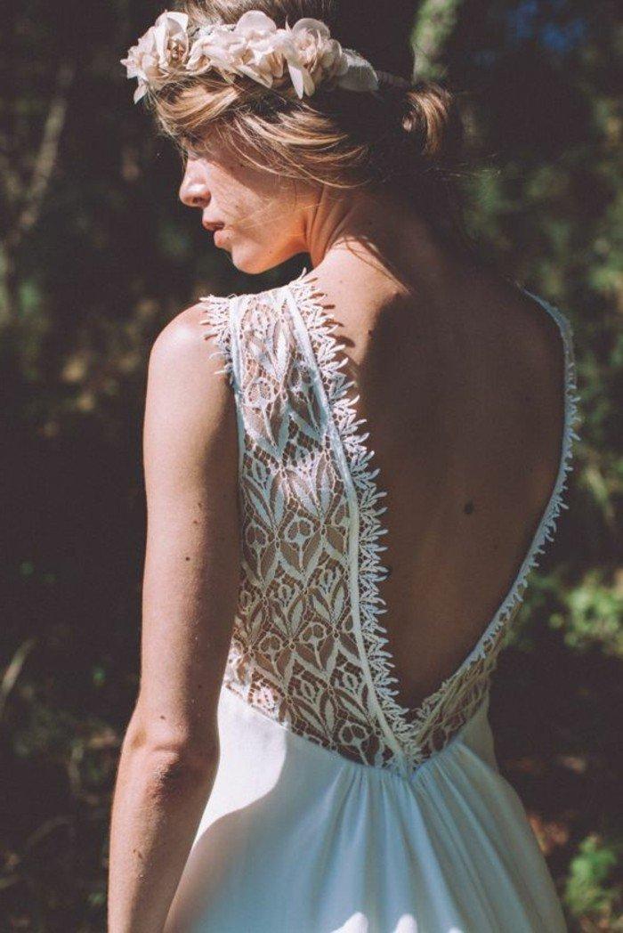 magnifique-dos-nu-de-votre-robe-de-mariee-simple-en-blanc-couronne-de-fleurs-de-mariage