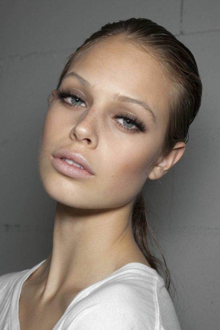 maquillage-simple-et-discret-yeux-bleus-apprendre-a-se-maquiller-maquillage-leger