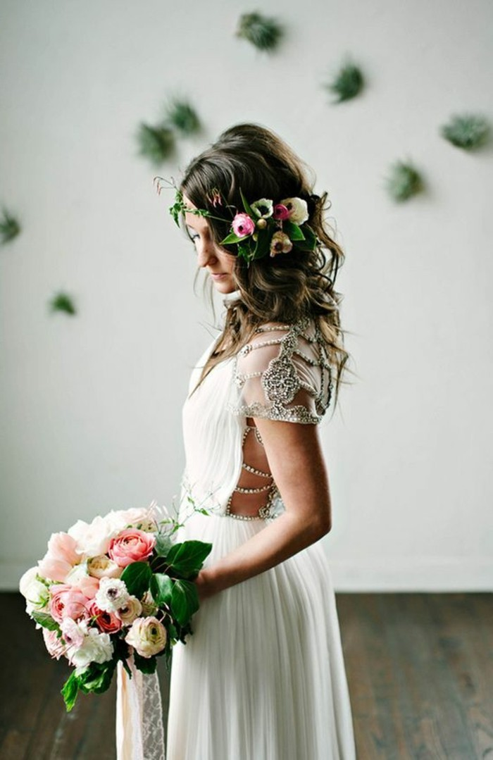 robe-de-mariee-simple-en-dos-ouvert-robe-longue-blanche-de-mariée-fleurs