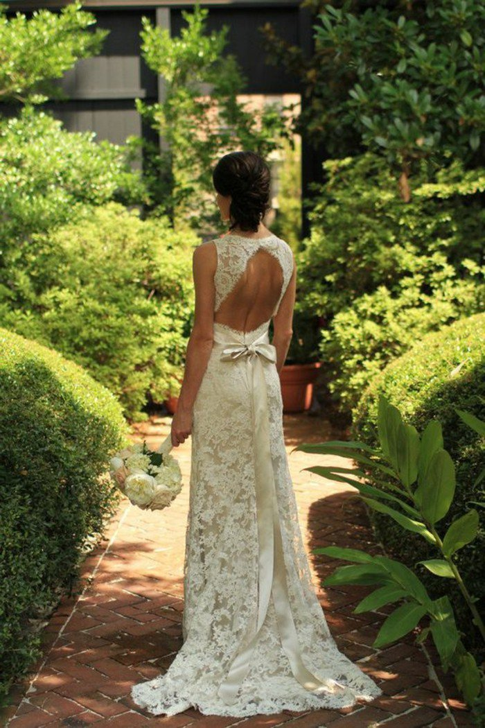 robe-longue-en-dentelle-couleur-blanche-dos-nu-vetement-ceremonie-blanc