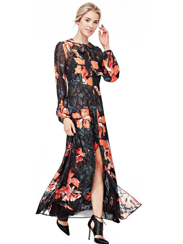 Imprimé floral et détails rétro pour une robe au style victorien : tout simplement irrésistible !