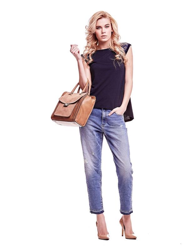 Le sac à main avec poches intérieures multifonctions est un choix à la fois classique et élégant pour toutes les occasions de jour. Le similicuir et l'insertion en cuir suédé sont mixés à la perfection.