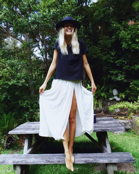 LOOK ESTIVAL - JUPE LONGUE FENDUE ET SIMPLE TOP