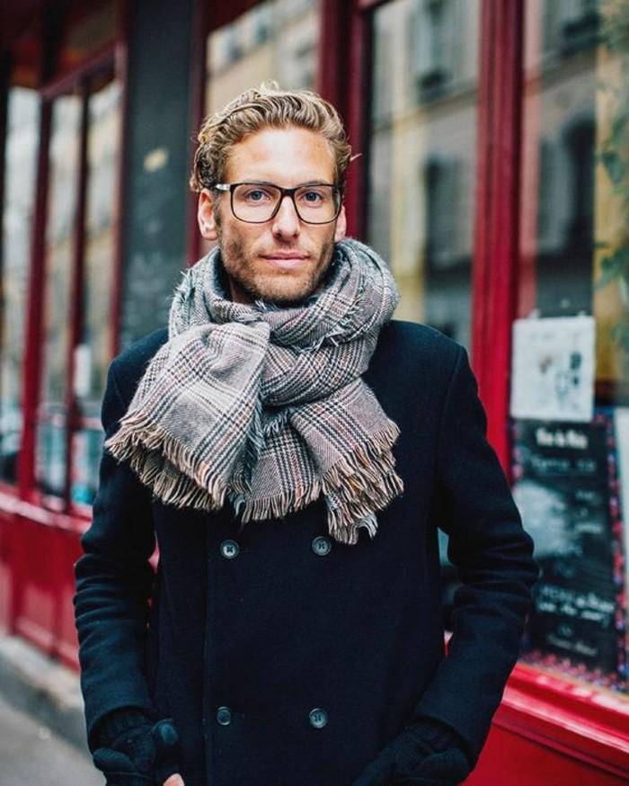 écharpe-pour-homme-tenue-casuel-avec-châle-hipster