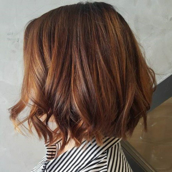 cheveux-chatain-meche-caramel-bob