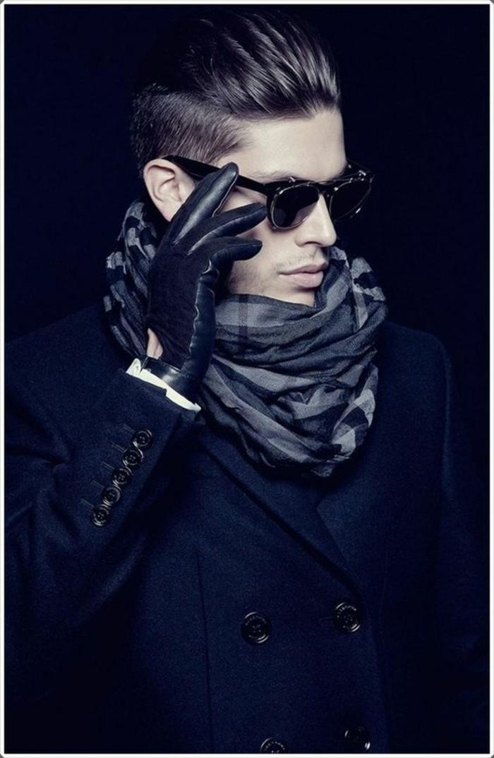 habiller-bien-une-écharpe-en-soie-pour-homme-cool
