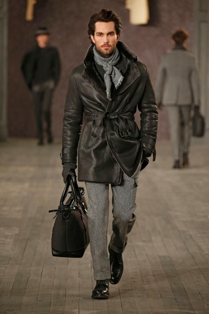 habiller-bien-une-écharpe-en-soie-pour-homme
