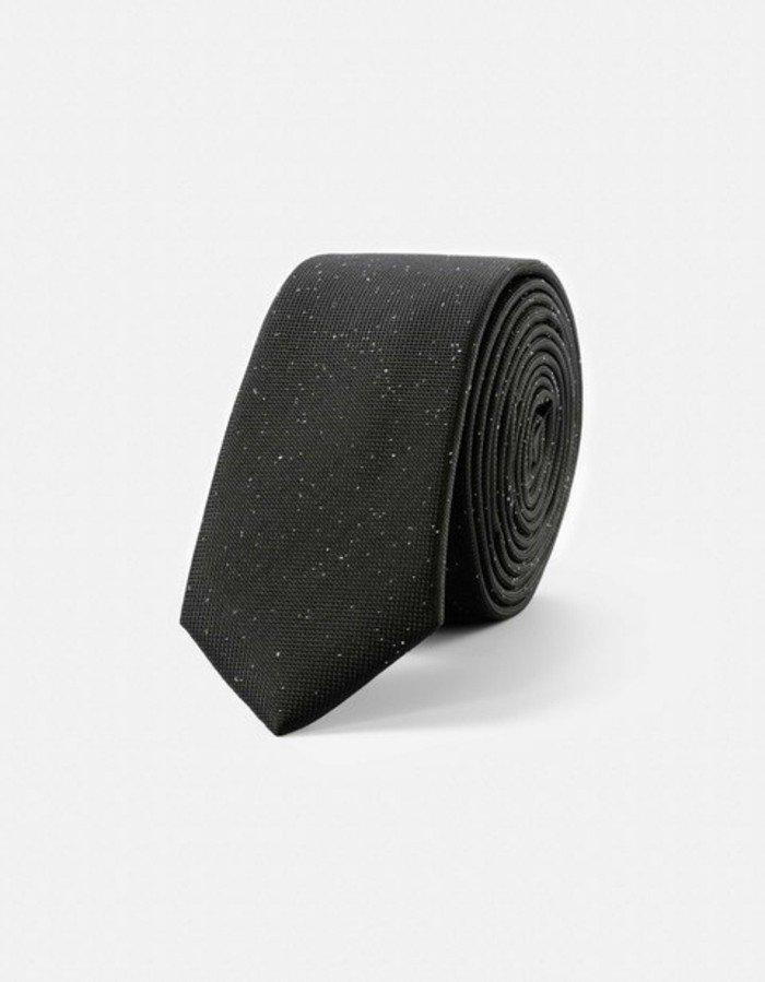 magnifique-cravate-pour-les-tenues-cool
