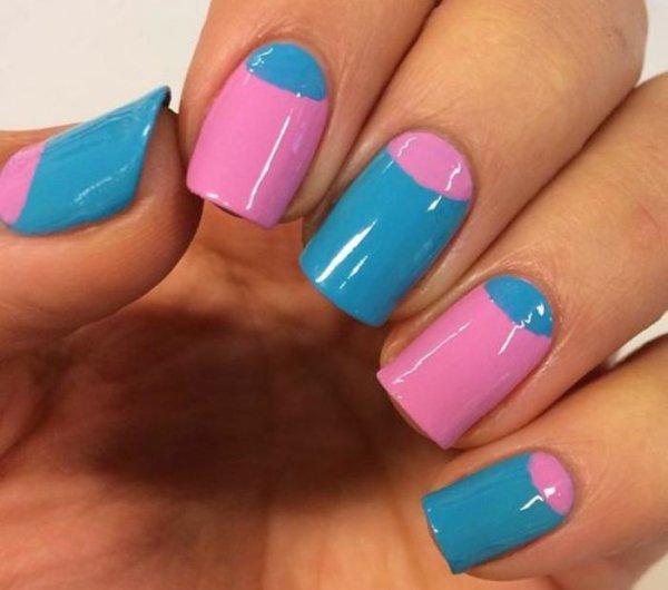 manucure-demi-lune-en-bleu-et-rose-nail-art-original