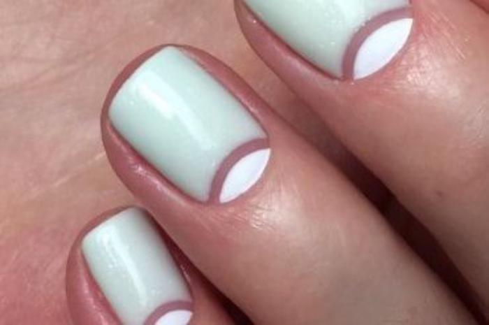manucure-demi-lune-originale-nail-art-tendance-couleur-menthe