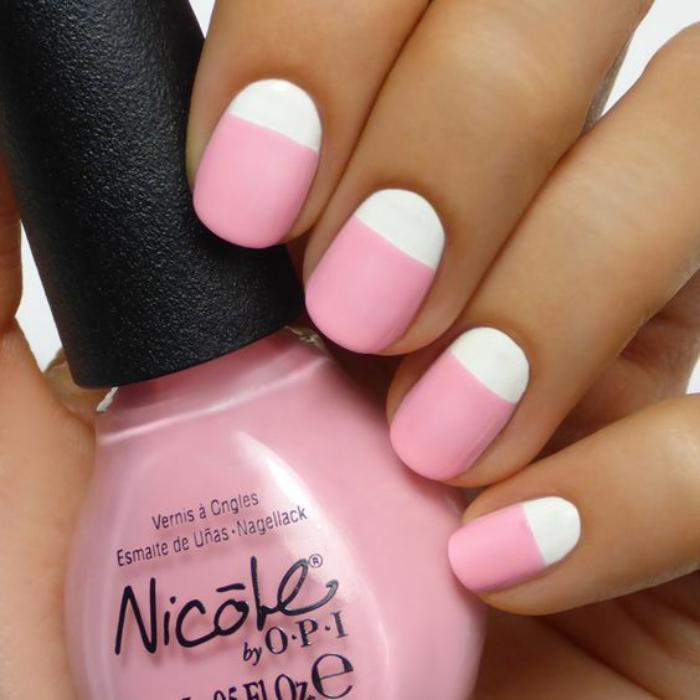 manucure-demi-lune-rose-et-blanc-idée-déco-nails-fantastique