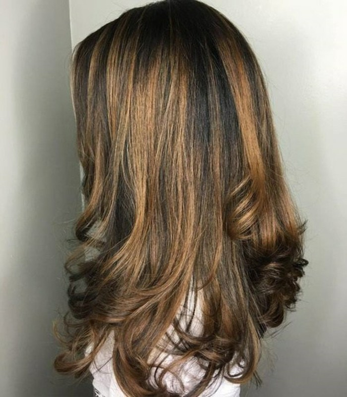 meche-caramel-sur-chatain-clair-cool-idée-back