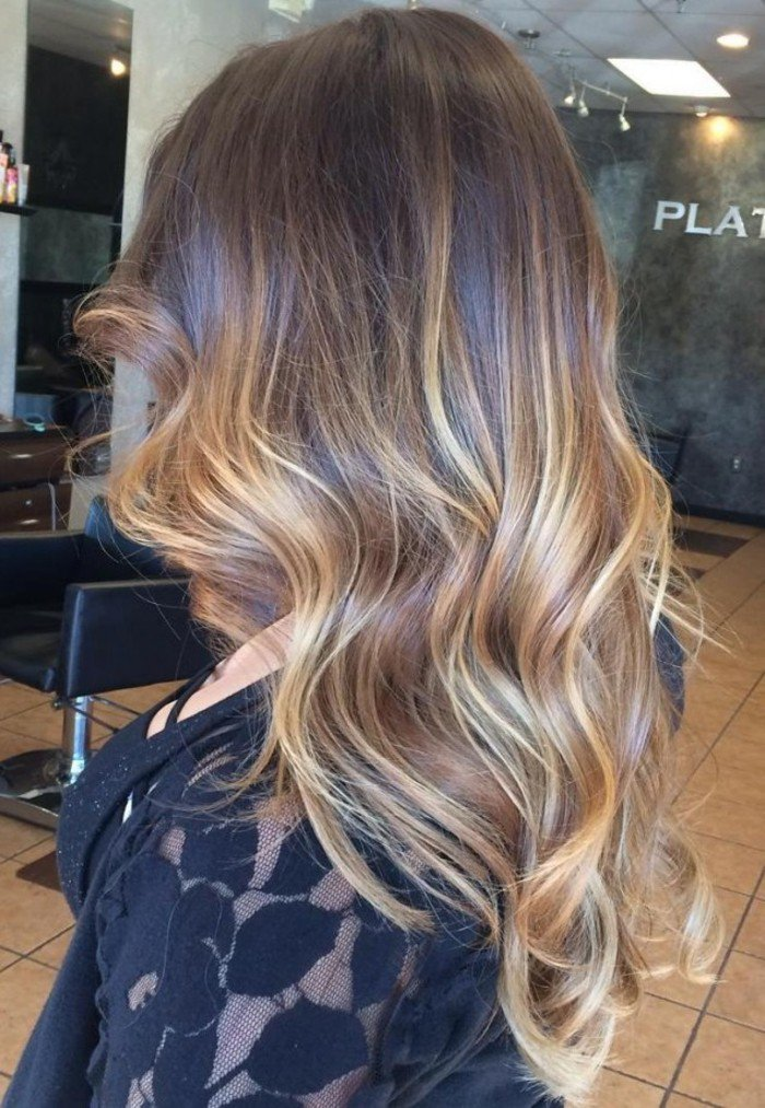 meche-caramel-sur-cheveux-chatain-cool