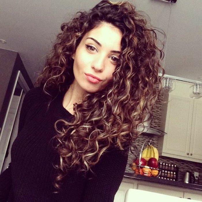 super teinture cheveux et coupe de cheveux femme - Coloration Aubergine