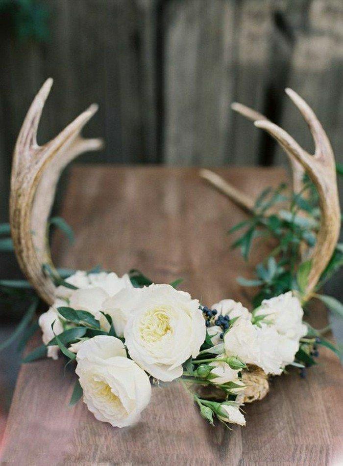 1-diy-deco-table-mariage-avec-fleurs-et-cor-bois-sur-la-table-mariage
