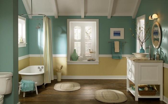 idée-couleur-salle-de-bain-élégante-murs-en-bleu-turquoise-peinture-plafond-salle-de-bain-blanche-baignoire-blanche-à-poser-vasque-à-poser-et-meuble-sous-vasque-déco-charmante
