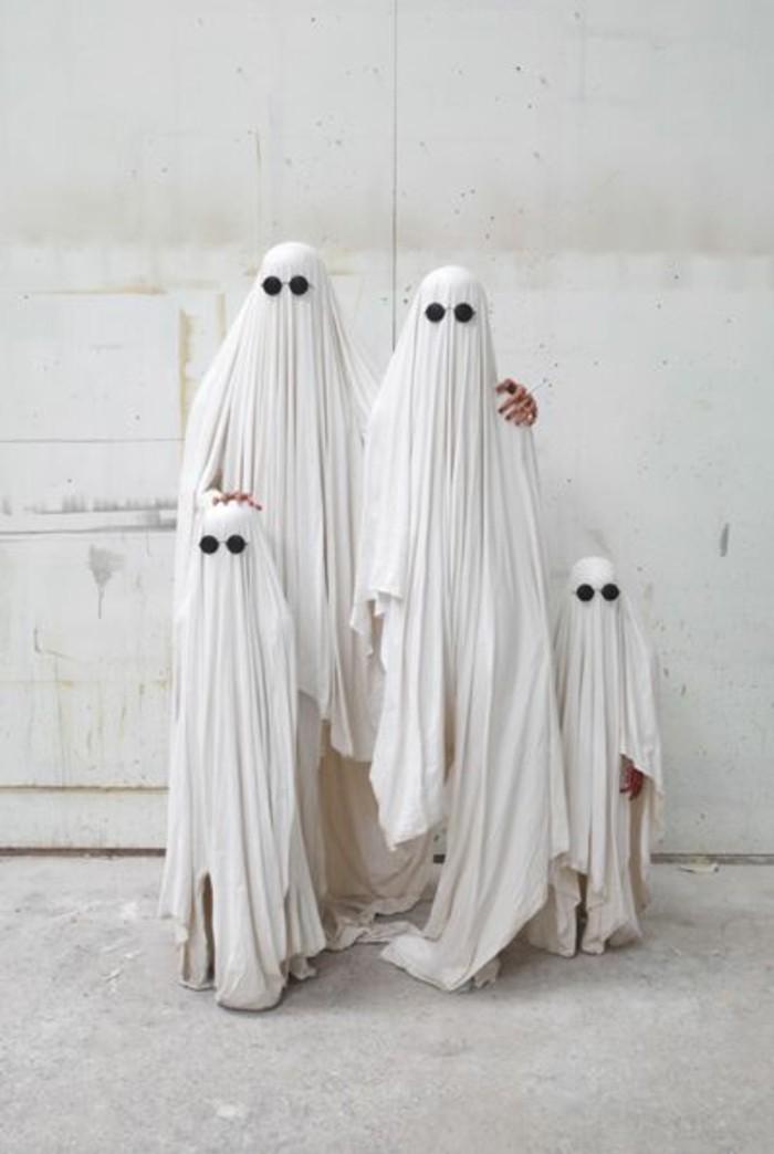idee-originale-deguisement-halloween-famille-de-fantomes-deguisement-a-faire-soi-meme