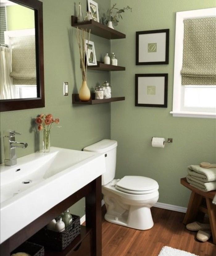 idée-couleur-salle-de-bain-verte-WC-lavabo-blanc-étagère-ambiance-naturelle-paisible