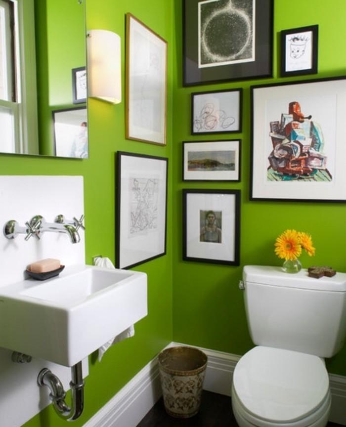 modele-salle-de-bain-verte-contemporaine-WC-lavabo-blanc-belle-déco-murale