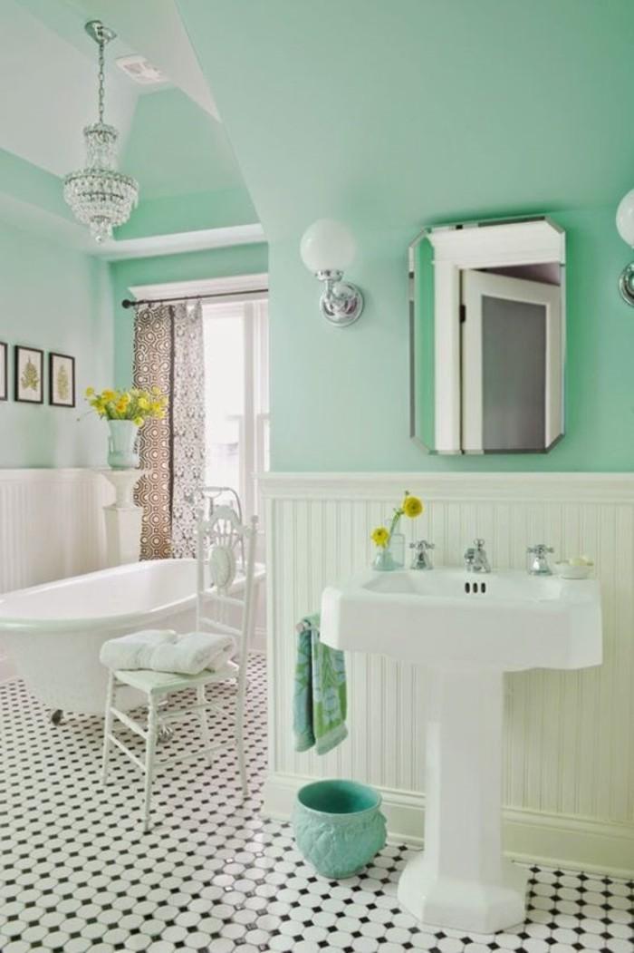 suggestion-salle-de-bain-couleur-verte-très-élégante-lavabo-colonne-baignoire-à-poser-carrleage-en-noir-et-blanc-chaise-blanche