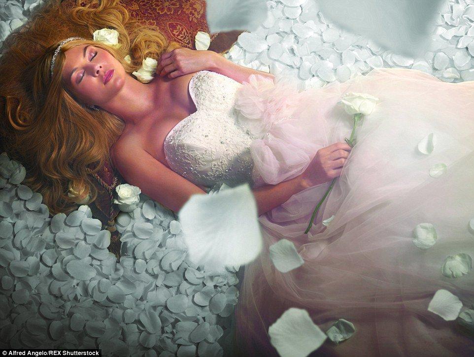 Robe de princesse disney tendance 2017 - Aurore, La belle au bois dormant