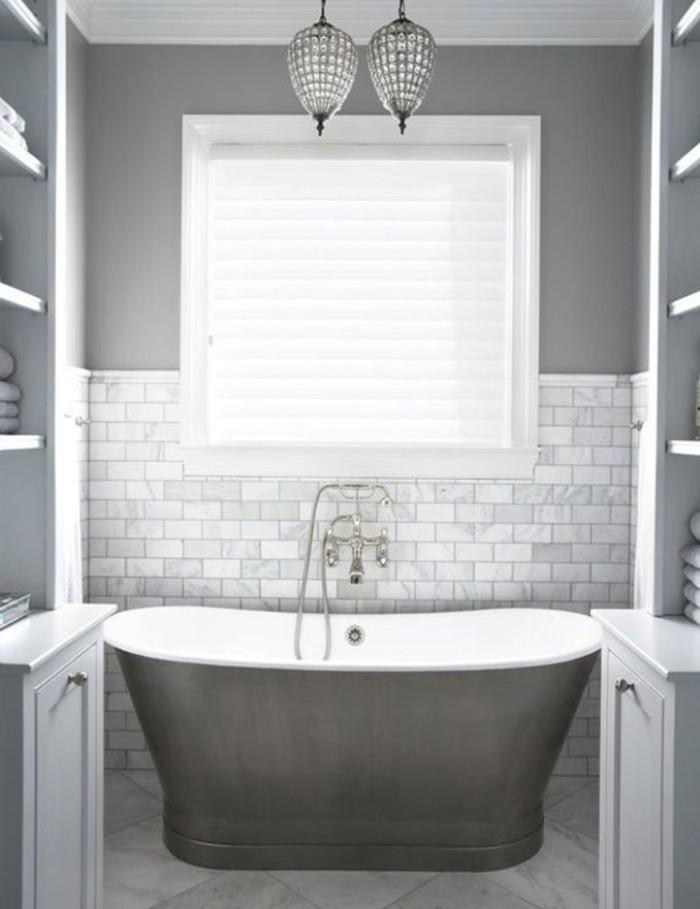 idée-peinture-salle-de-bain-grise-baignoire-à-poser-blanche-décoration-classique