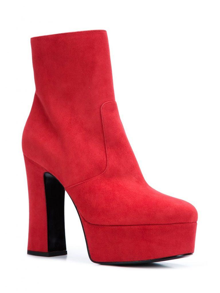 """Bottines """"Candy"""" en cuir rouge Saint Laurent avec bout rond, fermeture zippée dissimulée sur le côté, semelle à plateforme, hauteur cheville et talon haut épais."""