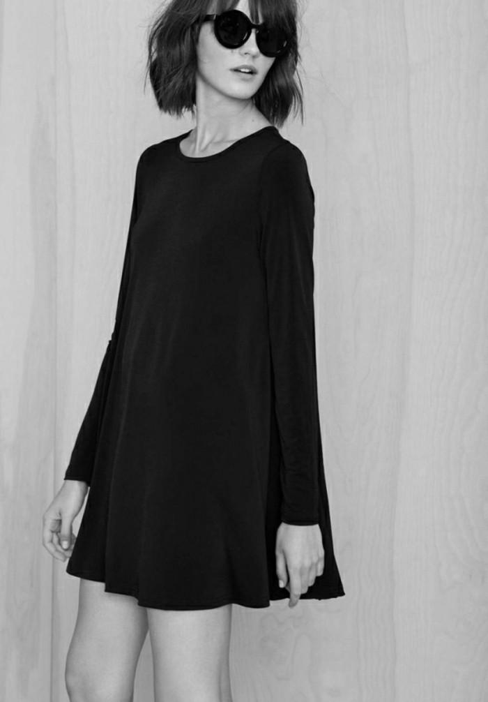 Robe de soirée noire courte Tendance 2017 - Modèle 9 Les lunettes rondes sont très chic avec la robe noire