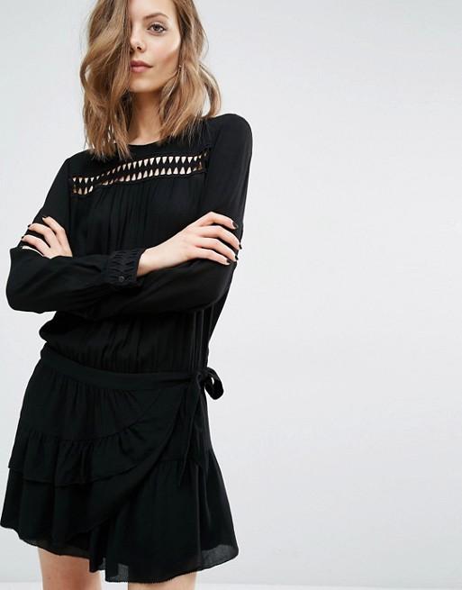 Robe de soirée noire courte Tendance 2017 - Modèle Ba&sh Robe avec détails ajourés et jupe portefeuille
