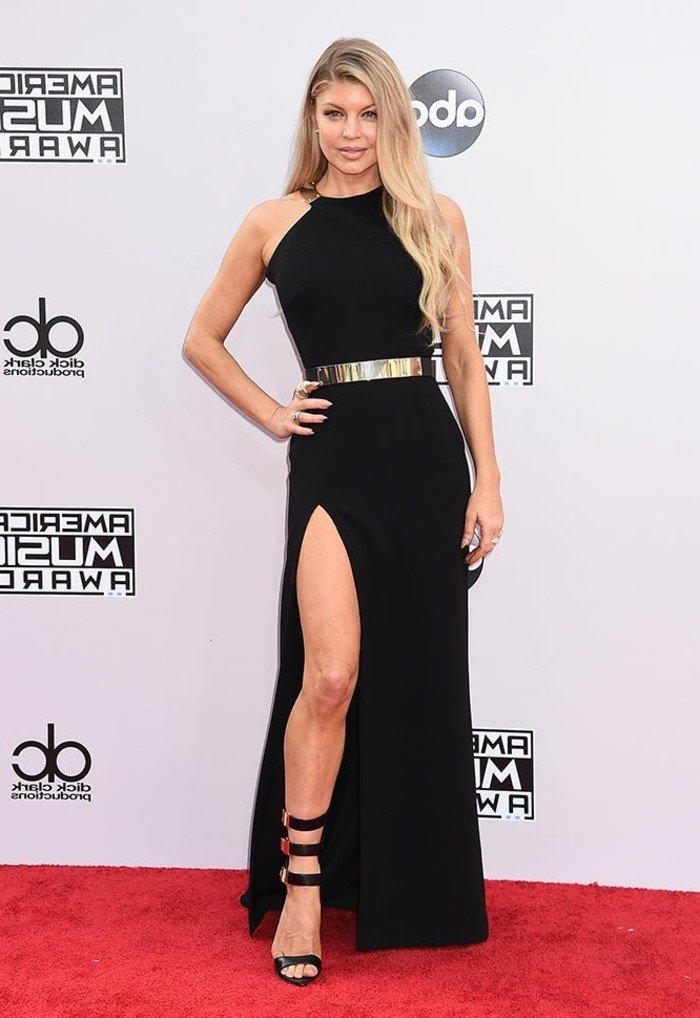 Splendide robe de soirée longue noire tendance vue lors de l'American Music Awards