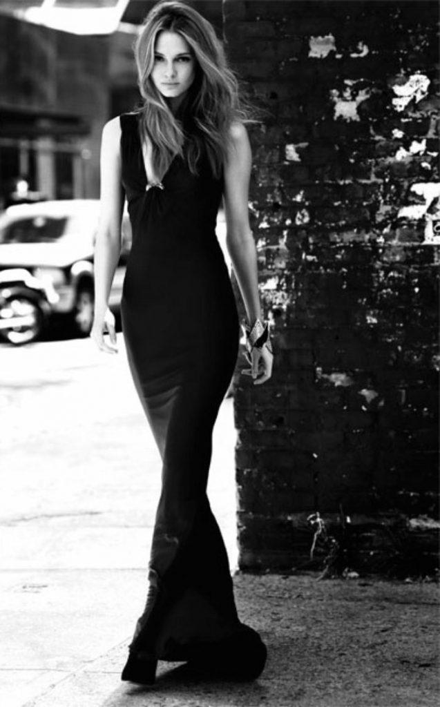 Tenue de soirée stylé avec la robe noire longue en automne