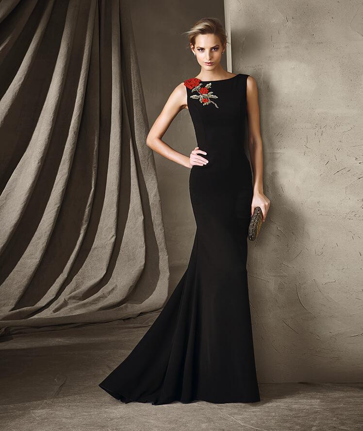 Robe de soirée noire longue 2017 - Modèle CIRILE Une robe longue élaborée en crêpe et pierres fines idéale pour les soirées.