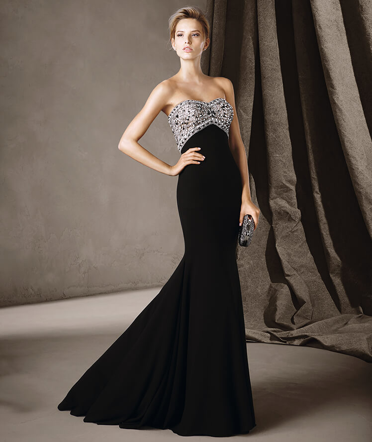 Robe de soirée noires longues 2017 - Modèle CLAUDIA associe le blanc et le noir pour créer un modèle de soirée en dentelle et guipure