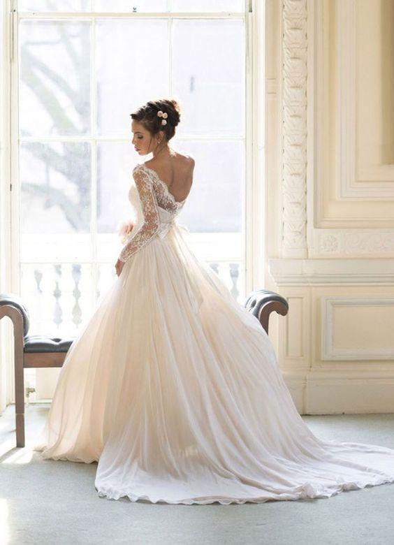 Robes de mariée princesse tendance 2017 - Modèle 12 - Classique décolletée dans le dos