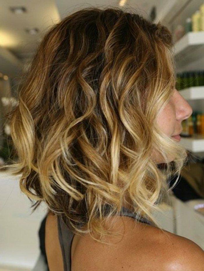 cheveux,mi,courte,femme,balayage,blonde,coupe,de,