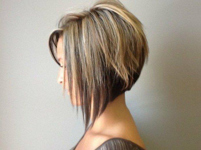 Coupe asymГ©trique des femmes sur les cheveux longs