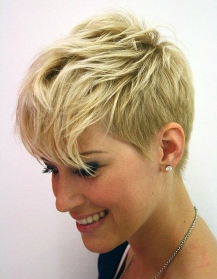Coupe cheveux court femme agee
